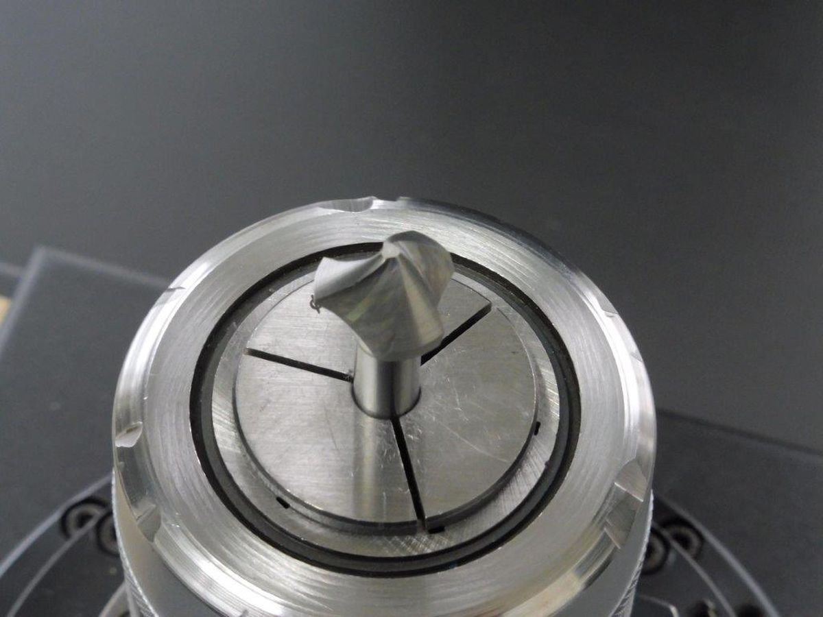 Spiral Senker eingespannt