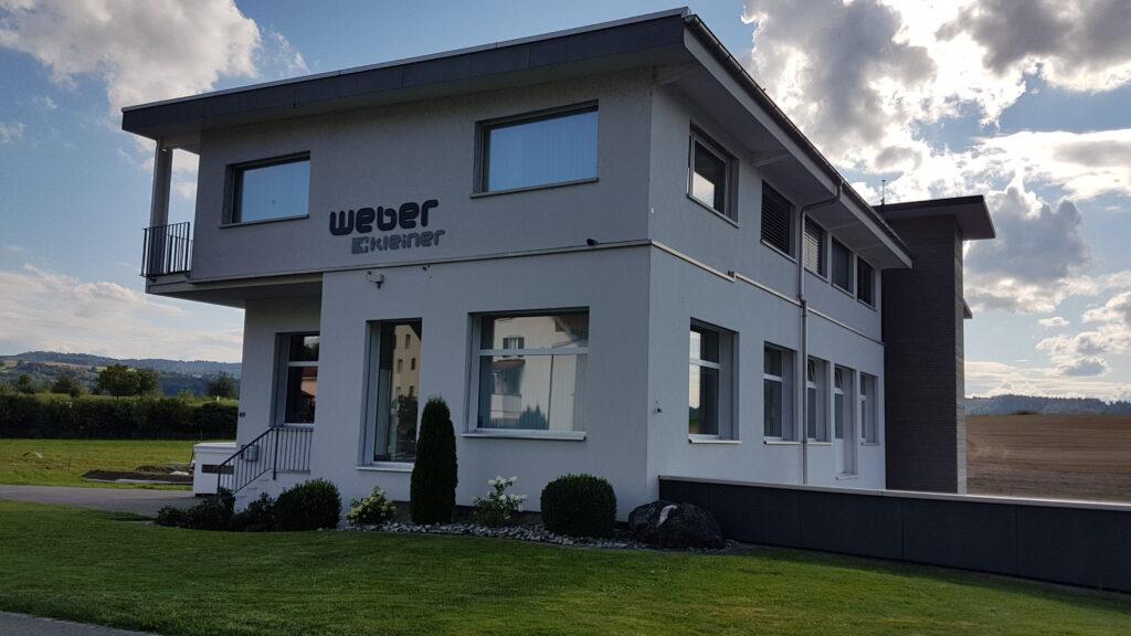 Weber-Kleiner Gebäudefront